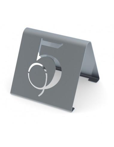 قطعة فولاذية بقاعدة وبأرقام مفرغة من ١–٢٥ بتصميم عصري